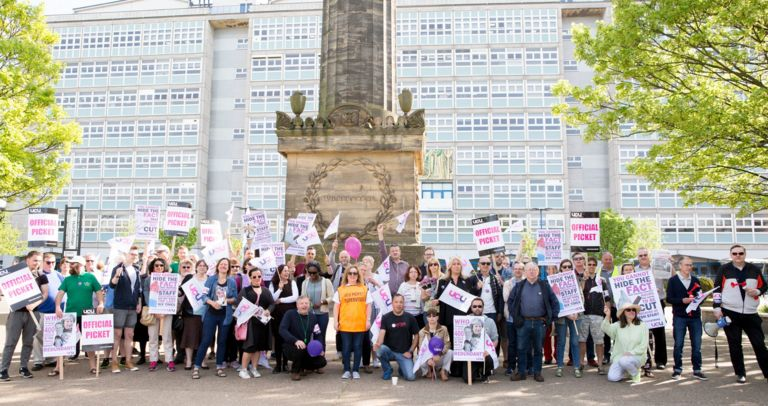 Hull college staff protesting against job losses