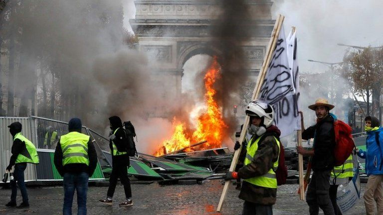 Protesters in Paris clash with police, 24 November, 2018