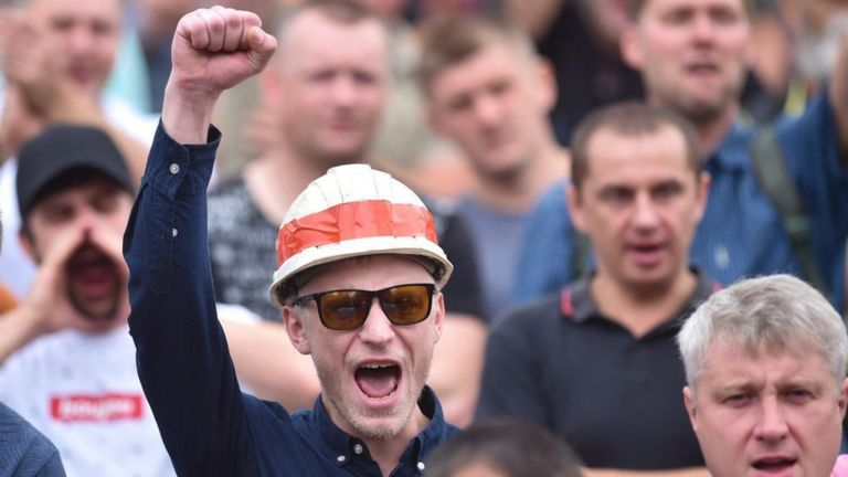 В августе и начале сентября на акции протеста выходили рабочие многих заводов. Митинг шахтеров в Солигорске