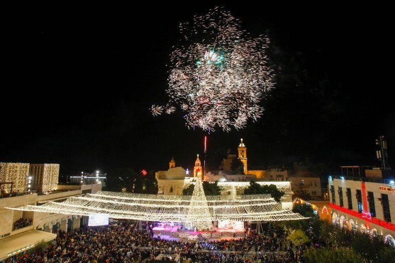 Фейерверк у базилики Рождества в Вифлееме