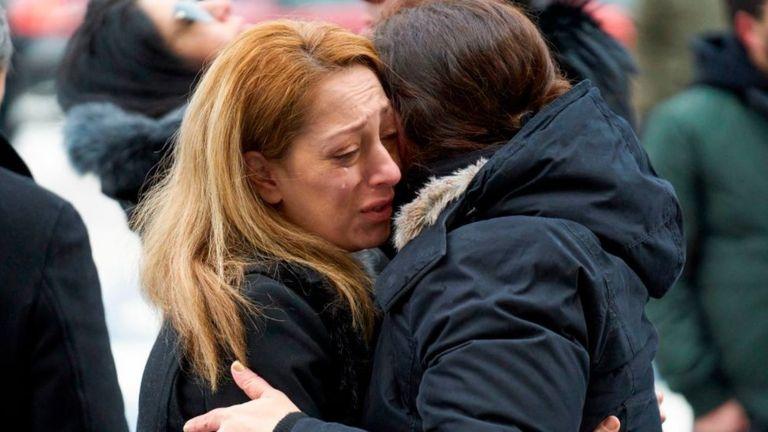 Một phụ nữ khóc tại lễ tưởng niệm các nạn nhân Canada tại Đại học Toronto, thành phố Toronto hôm 12/1