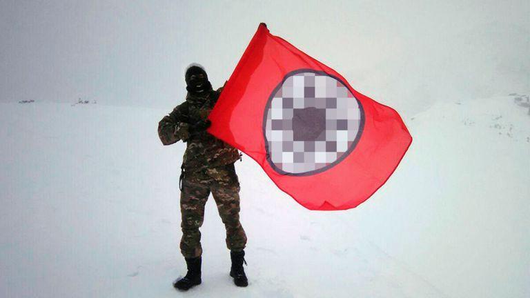 Активист ЭНО с флагом