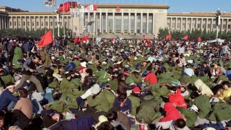 Sinh viên tuyệt thực biểu tình ở Quảng trường Thiên An Môn hôm 14/5/1989