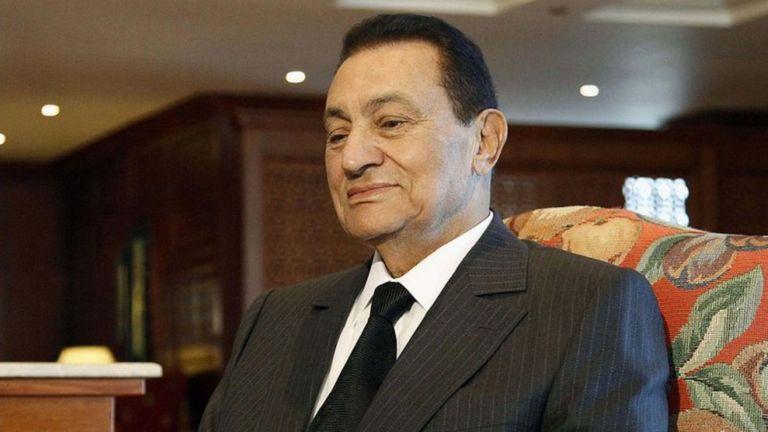 التلفزيون الرسمي المصري: يعلن وفاة الرئيس المصري السابق حسني مبارك