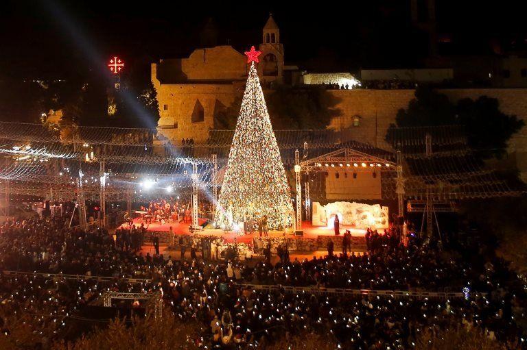 Елка у базилики Рождества в Вифлееме