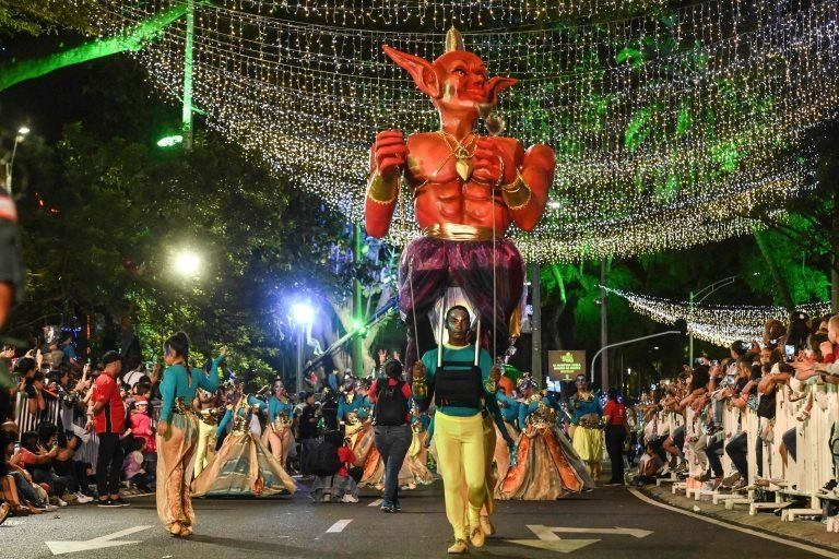 A man carries an evil genie on his shoulders in Medellín