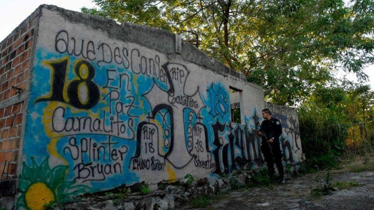 Pintadas de pandillas en barrio de El Salvador