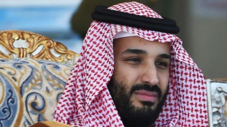 در گزارشهای اولیه آمده بود که با آغاز تیراندازیها محافظان پادشاه و ولیعهد (محمد بن سلمان) را به پناهگاه بردهاند