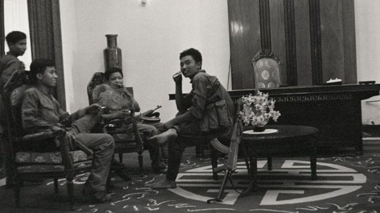 Quân giải phóng ở trong Dinh Độc Lập ngày 30/4/1975