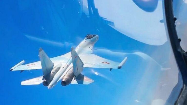 Hôm 26/3, Tân Hoa Xã công bố hình ảnh Không quân Quân Giải phóng 'diễn tập sẵn sàng chiến đấu' ở Biển Đông và Tây Thái Bình Dương.