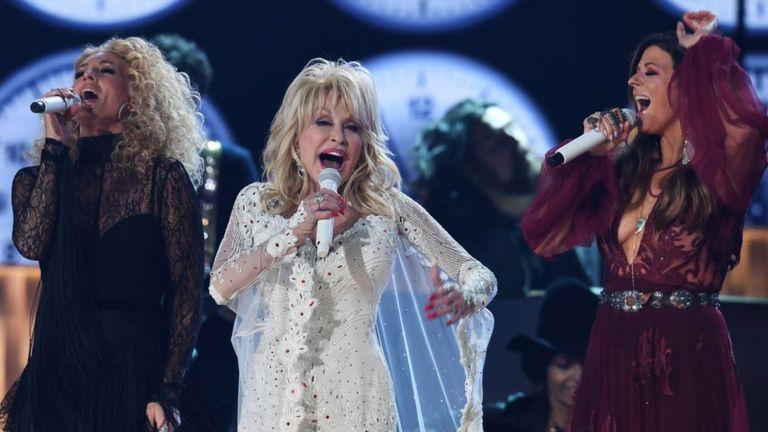 Dolly Parton en los Grammy 2019