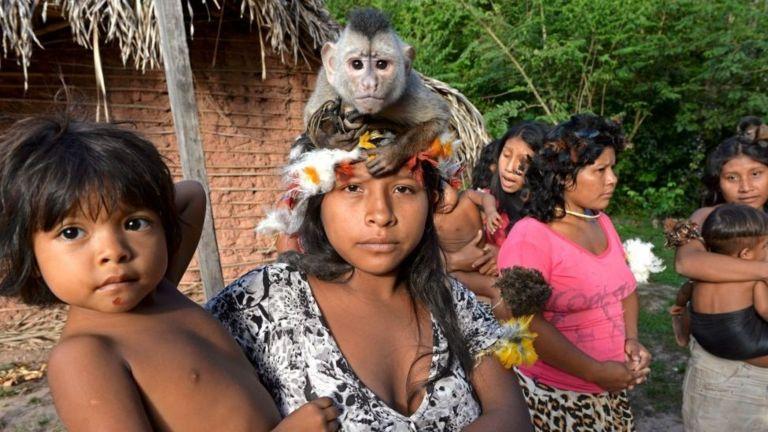Женщины и дети племени Корубо