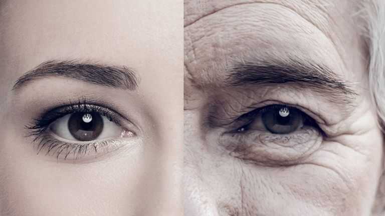 Medio rostro de mujer joven, medio de mujer mayor.