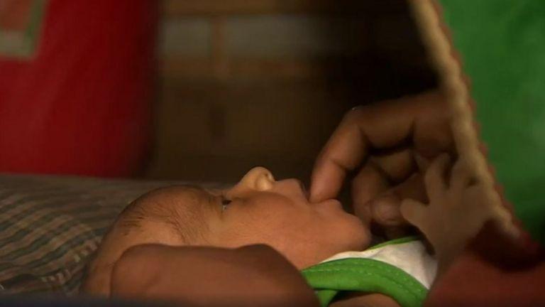 """Jika menatap bayi saya, yang rasakan adalah cinta,"" kata ibu Rohingya yang sekarang mengungsi di Bangladesh."