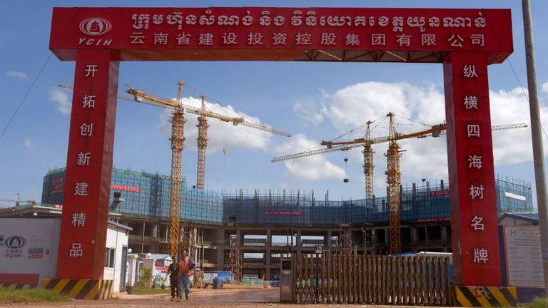 Камбоджа - одна из десятков стран, где Китай строит Новый Шелковый путь на собственные кредиты