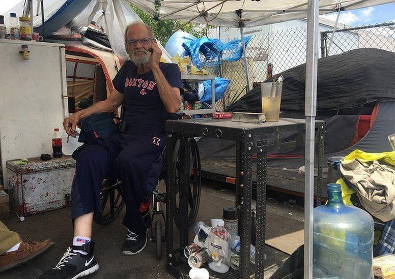 """Cómo son los campamentos para """"depredadores sexuales"""", los exconvictos por abuso de menores que no tienen dónde vivir en Estados Unidos"""