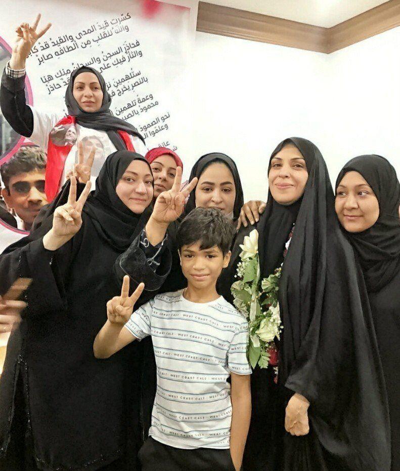 هاجر منصور ونجاح يوسف وأفراد من العائلة