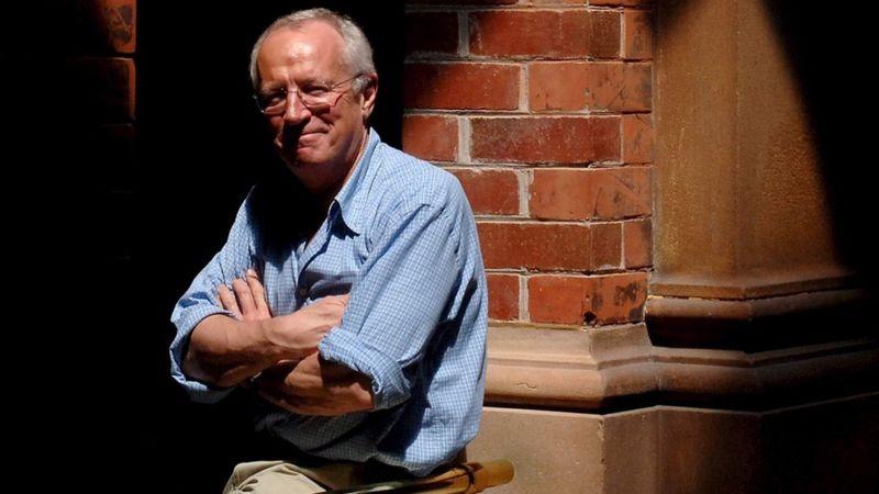 Robert Fisk, veteran UK journalist, dies aged 74 _115175630_mediaitem115175626