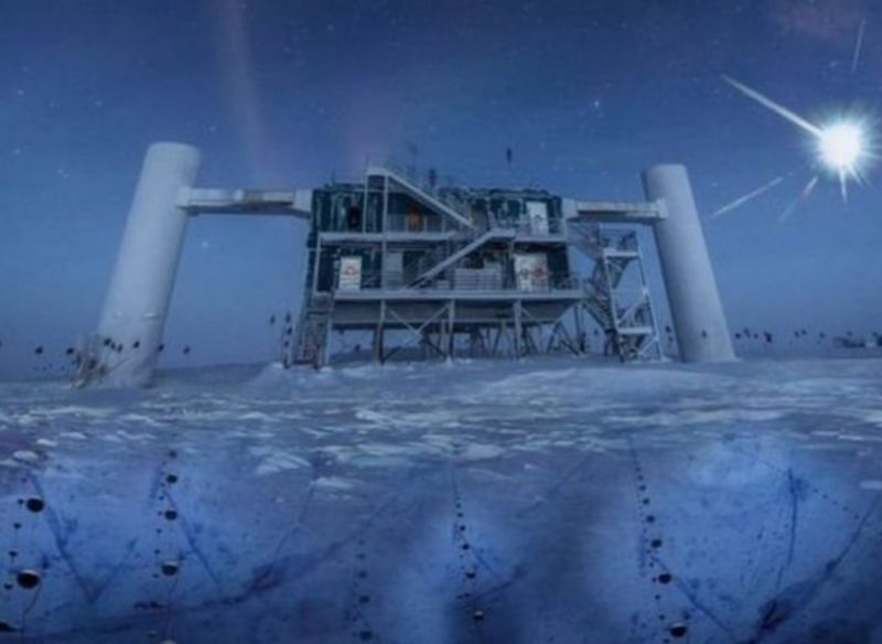 เซนเซอร์ตรวจจับอนุภาคนิวทริโนในน้ำแข็งที่ขั้วโลกใต้ของโครงการทดลองไอซ์คิวบ์