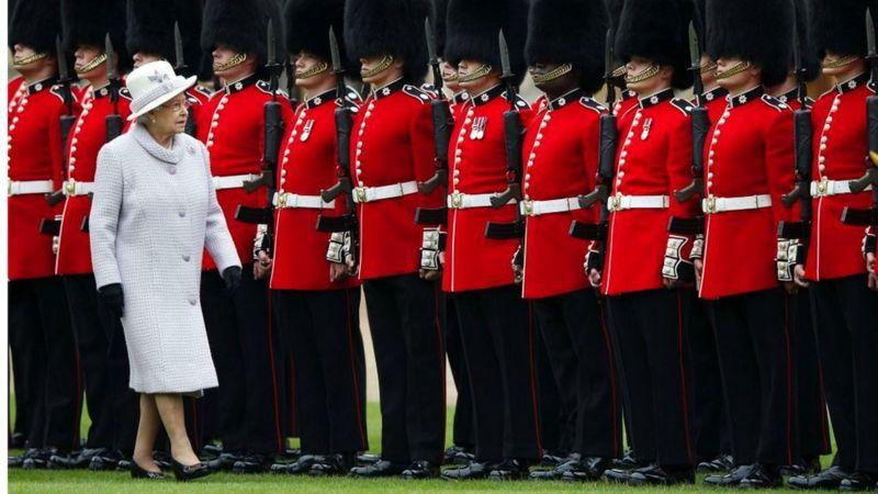 Фирма: кто и как управляет королевской семьей Великобритании