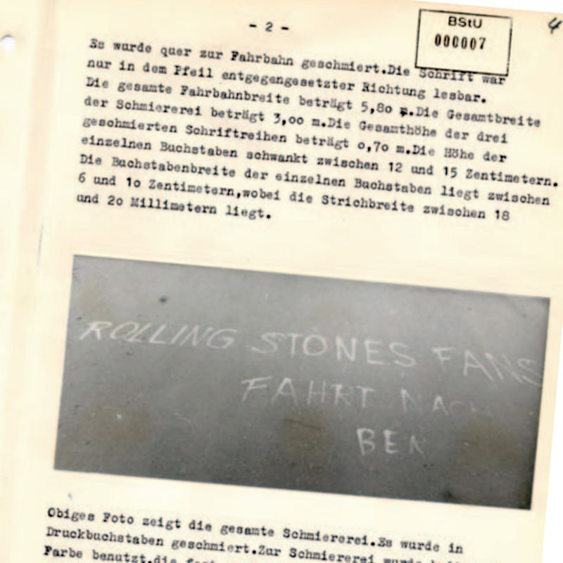 Yolda tebeşir mesajı, Stasi raporunda fotoğraflandı