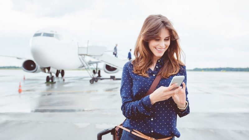 Mobile roaming: What will happen to charges after Brexit? _102849207_gettyimages-686264186
