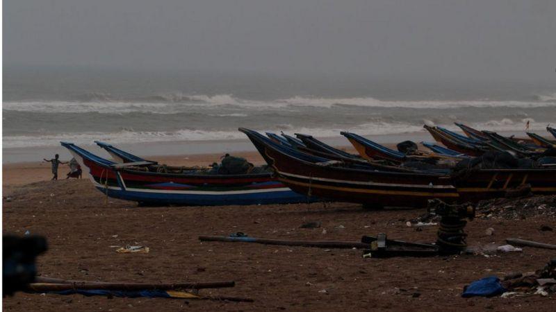 নৌযানগুলোকে নিরাপদ আশ্রয়ে থাকার জন্য পরামর্শ দিয়েছে বাংলাদেশ ও ভারতের আবহাওয়া দপ্তর