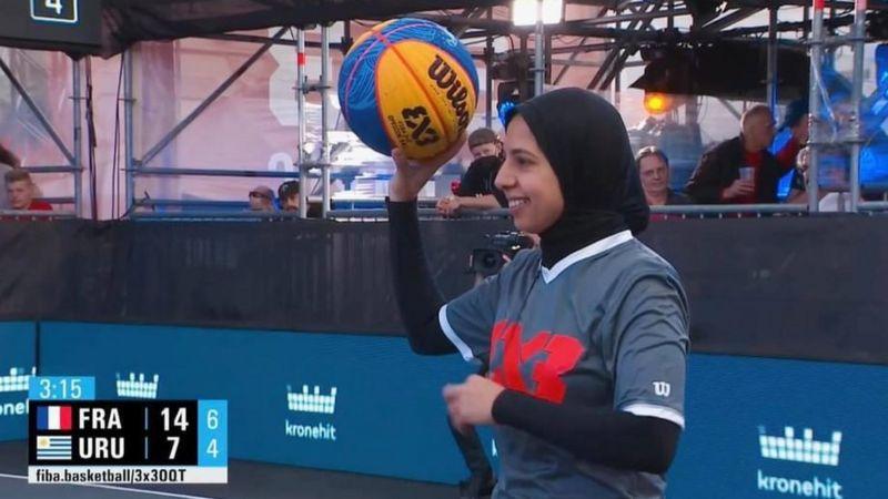 Olimpiyat tarihine adını yazdıran ilk başörtülü hakem: Sara Gamal