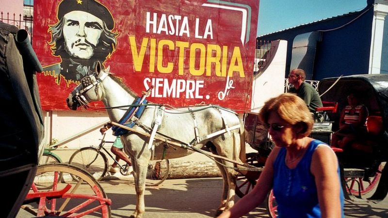 Mural com a frase de Che Guevara