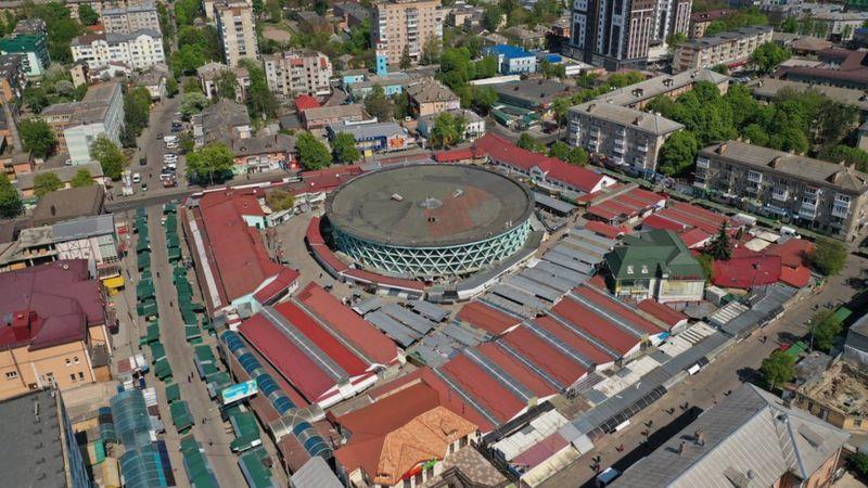 Великий базар у центрі міста
