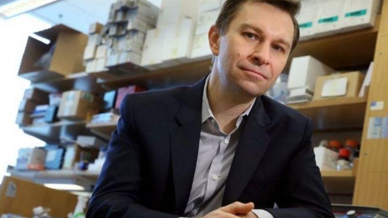 Sinclair memimpin laboratorium di Universitas Harvard, AS, di mana ia menyelidiki mengapa kita menua.