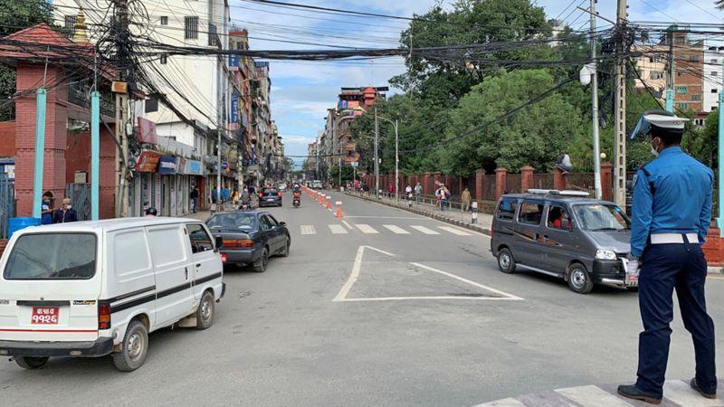 कोरोना भाइरस नेपालः काठमाण्डू उपत्यकामा प्रतिबन्धात्मक कदम चाल्नुपर्ने अवस्था कसरी आयो