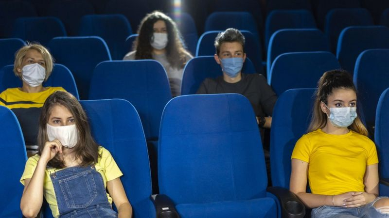 people-wearing-face-masks-in-audience