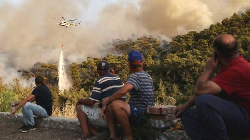 آتشسوزی گسترده ترکیه موجب تخلیه گردشگران خارجی از اقامتگاهها شد