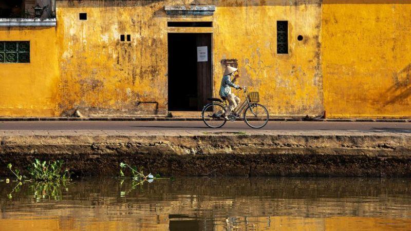 Nhà ở khu phố cổ đều được thiết kế với cửa vào về phía đường phố và phía sau nhà về phía sông Thu Bồn để dễ dàng chất và rỡ hàng lên xuống thuyền.