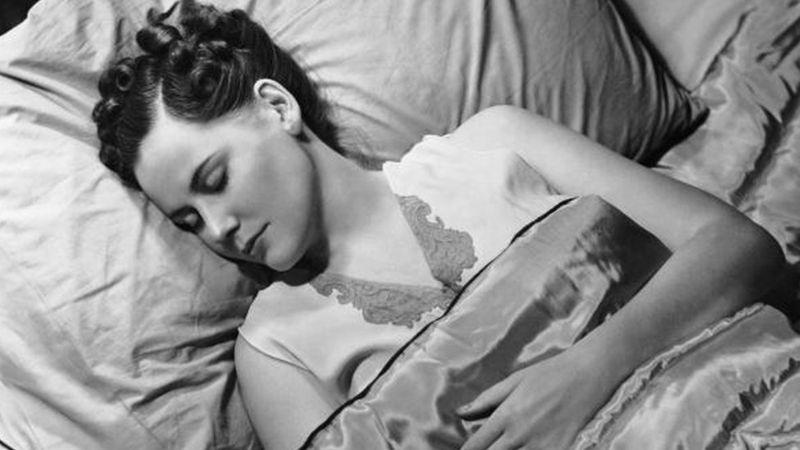 ผู้หญิงนอนหลับ