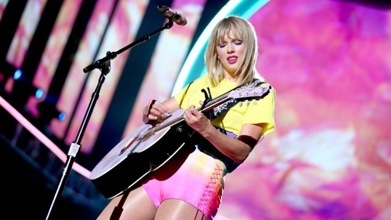 Guitar String Scar Taylor Swift : taylor swift drops new song lover the title track from her new album businessghana ~ Hamham.info Haus und Dekorationen
