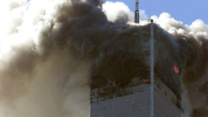 Северная башня Всемирного торгового центра после удара