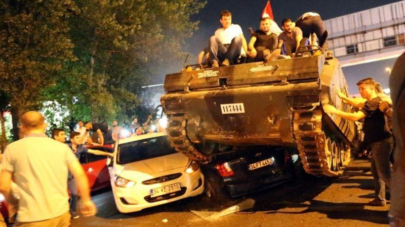 انتهى الانقلاب الفاشل إلى تعزيز موقف الرئيس أردوغان وتحالفه مع القوميين