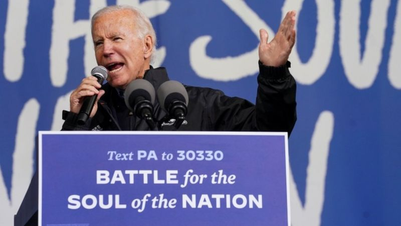 US Election 2020: Biden and Trump hit swing states _115174042_tv064136365