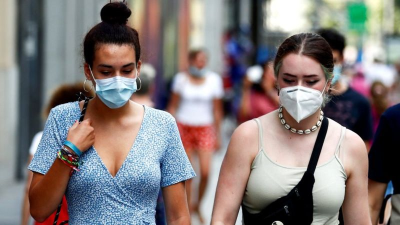 Coronavirus: Spain imposes national night-time curfew to curb infections
