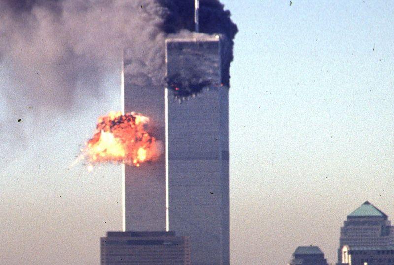 Fotografía de la explosión tras impacto del segundo avión en la Torre Sur del World Trade Center