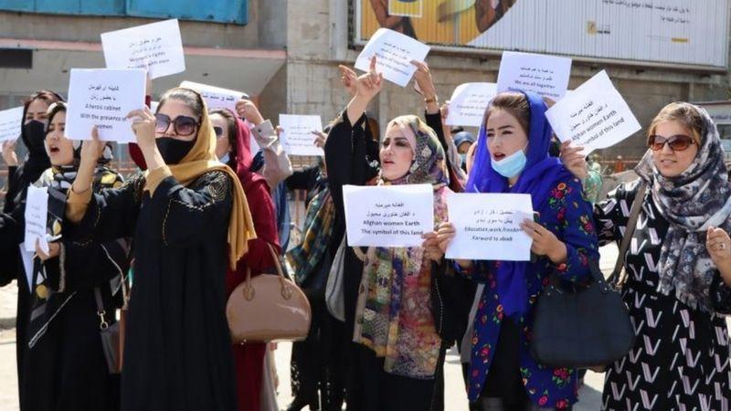 Положение женщин при талибах особенно беспокоит Большую двадцатку. На фото - протест женщин в Кабуле 3 сентября