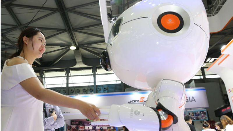 Cần phải đảm bảo việc gia tăng robot sẽ không gây ra sự chia rẽ mới trong xã hội