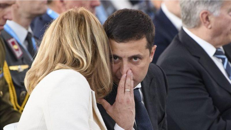 В оточенні президента кажуть: його дружина в політику не втручається, але до її думки він прислухається