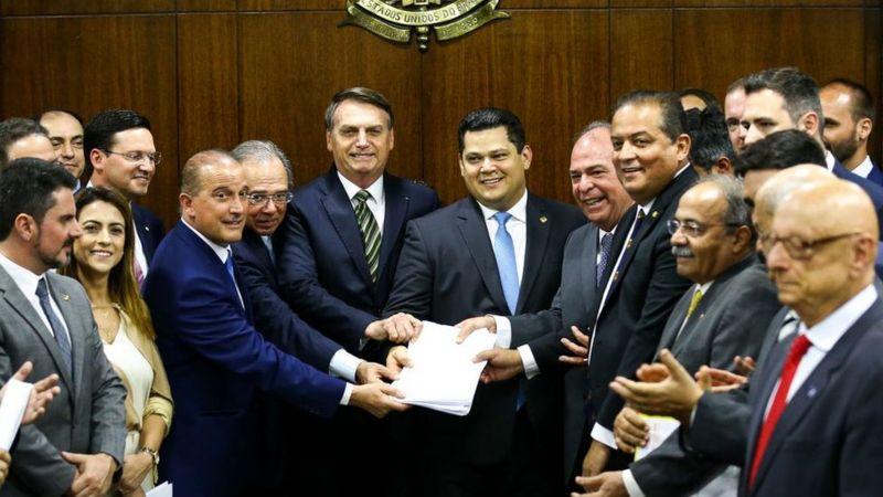 Presidente Bolsonaro e Paulo Guedes levam Plano Mais Brasil ao Congresso