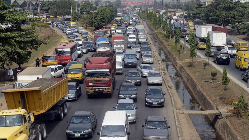 Climate change: 'Dangerous and dirty' used cars sold to Africa