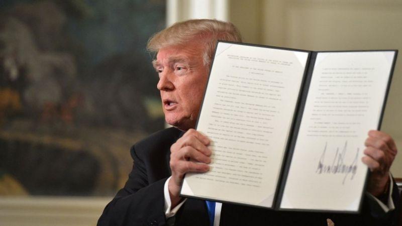 رئیسجمهور آمریکا پس از این سخنرانی ۱۱ دقیقهای سند رسمی مربوط به این تصمیم را در برابر دوربینها امضاء کرد