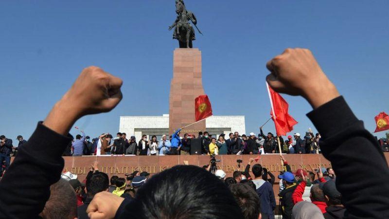 Протесты в Бишкеке начались сразу после объявления результатов выборов
