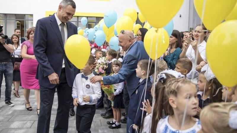 Мер Києва Віталій Кличко відкриває нову школу в Дарницькому районі у 2018 році